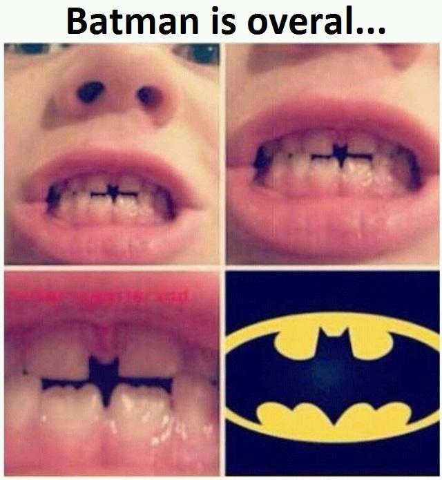 grappige glimlacht met tanden